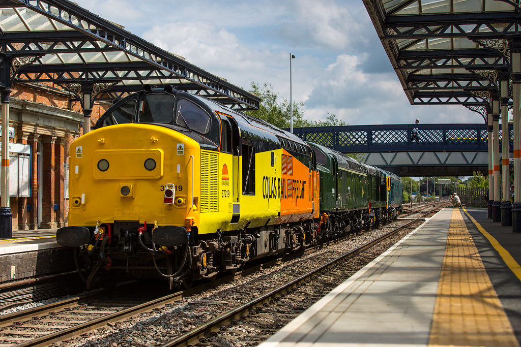 Colas Rail Freight Class 37 no 37219 brings up the rear of ...