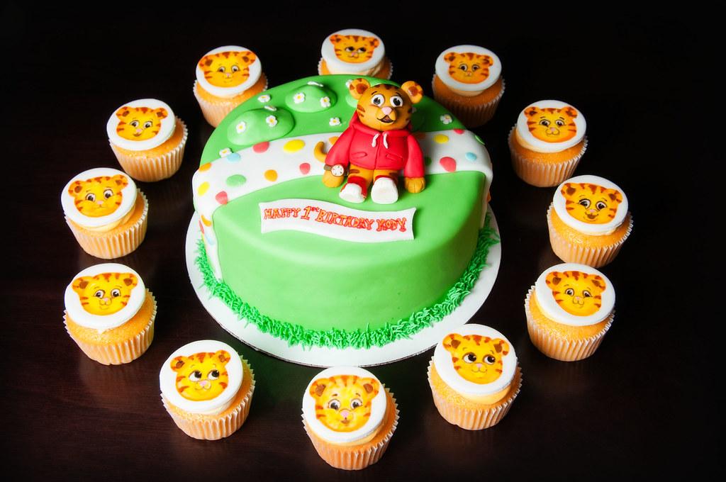 Daniel Tiger S Neighborhood Cake Kayley Mackay Flickr