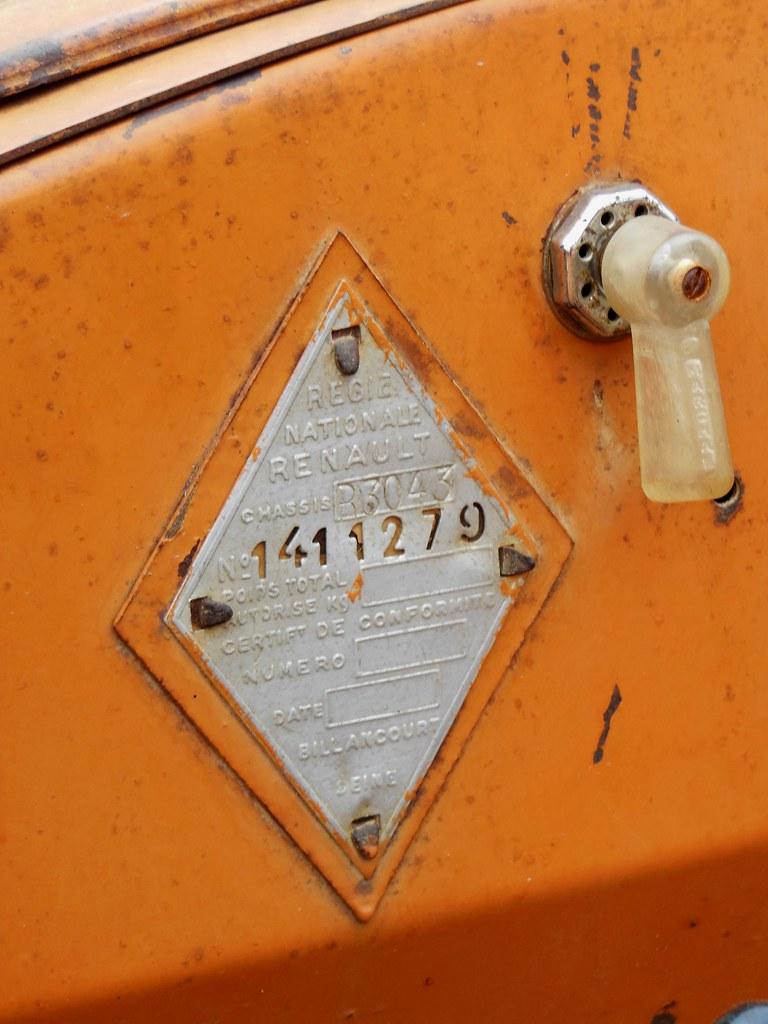 tracteur renault r 3043 plaque constructeur exposition. Black Bedroom Furniture Sets. Home Design Ideas