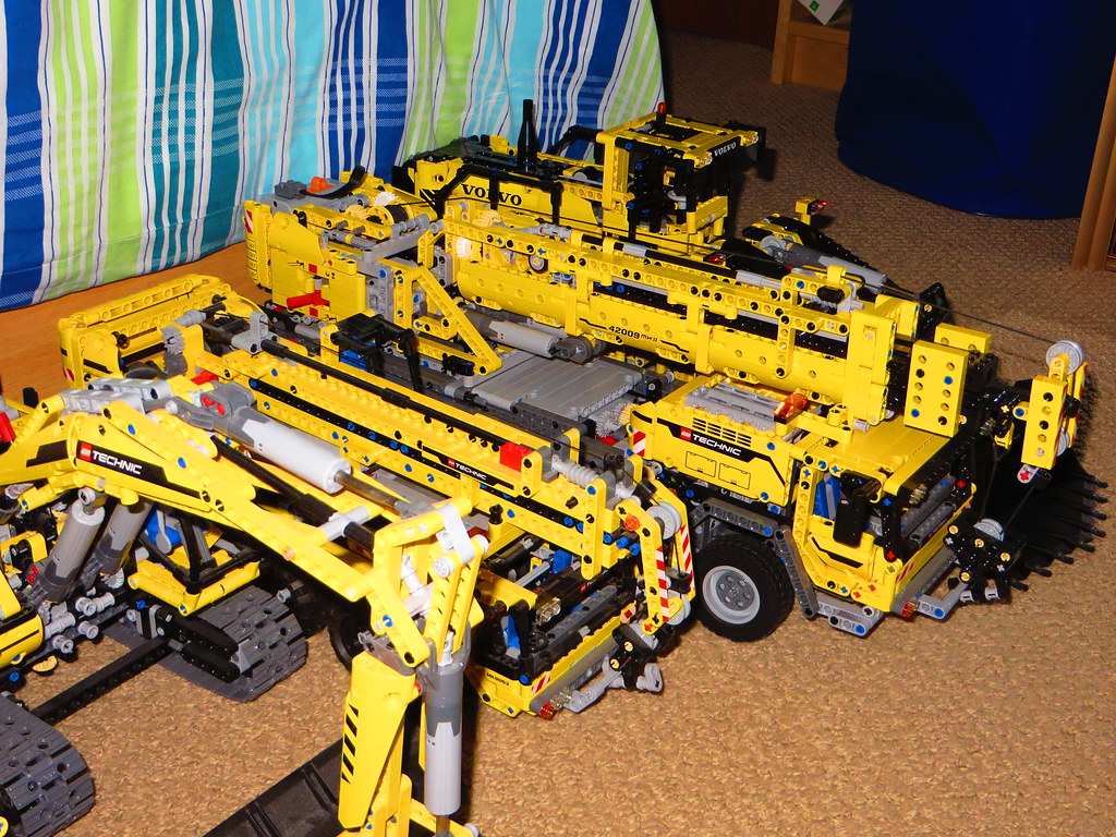 lego technic big yellow machines 8275 motorized. Black Bedroom Furniture Sets. Home Design Ideas