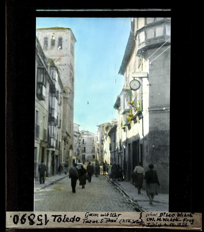 Calle de Santo Tomé fotografiada por Leo Wehrli el 4 de abril de 1950 (fotografía coloreada) © ETH-Bibliothek Zurich
