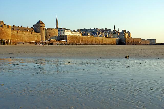 Vista de Saint-Malo desde la playa