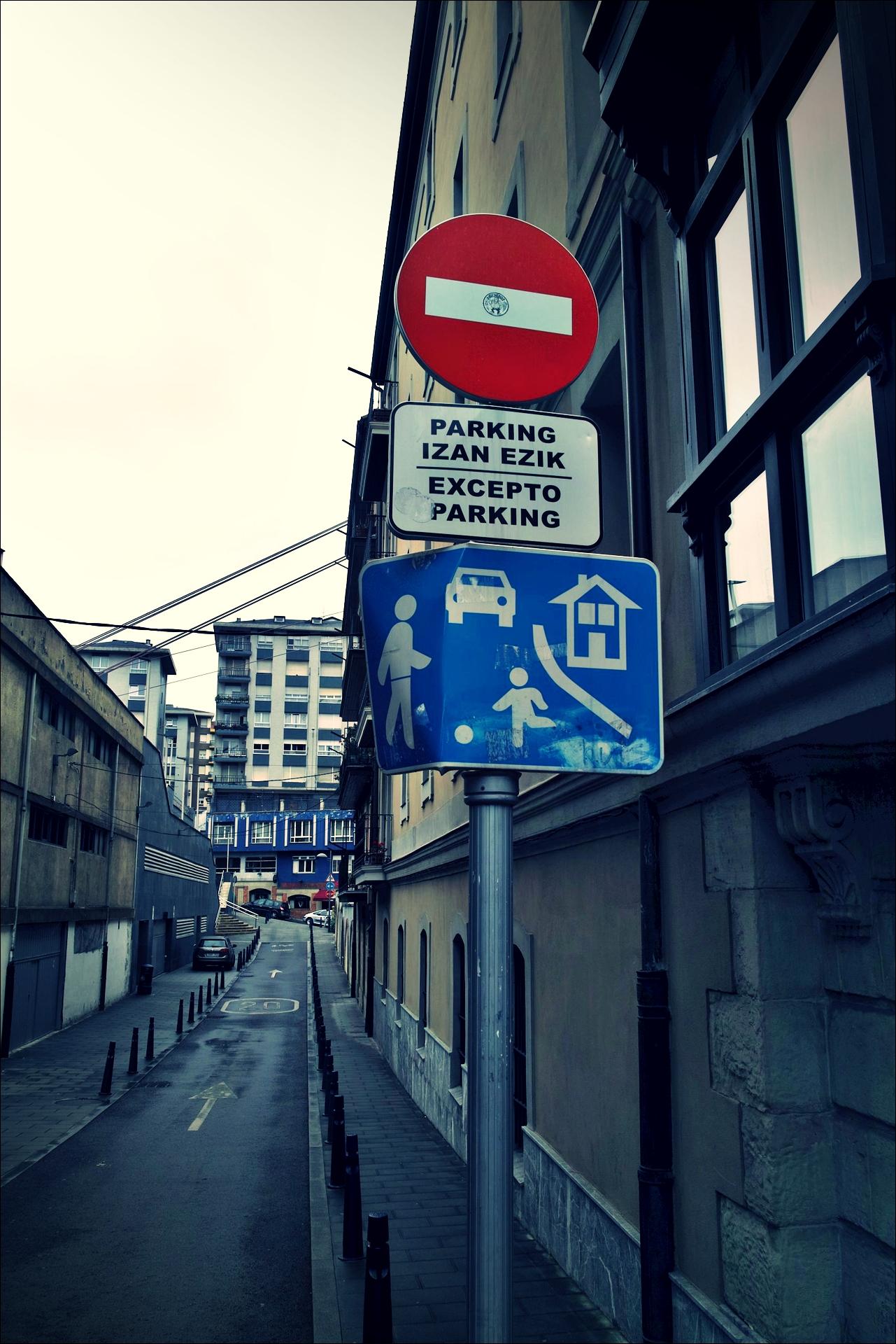 입체 표지판-'카미노 데 산티아고 북쪽길. 빌바오에서 포르투갈레테. (Camino del Norte - Bilbao to Portugalete)'