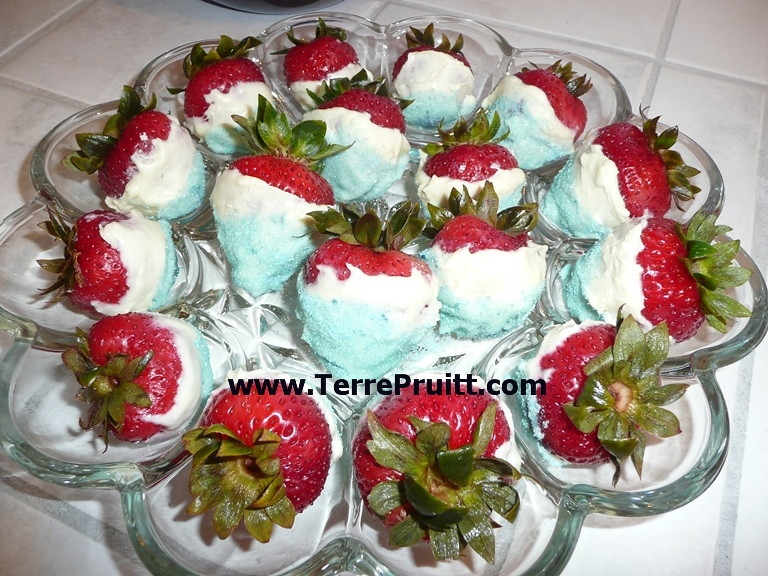 Fourth Of July Dessert, 4th of July, champagne, Chocolate dipped strawberries, Facebook, Patriotic Dessert, Potluck Dessert, siezed chocolate, sparkling wine, Yummy Dessert