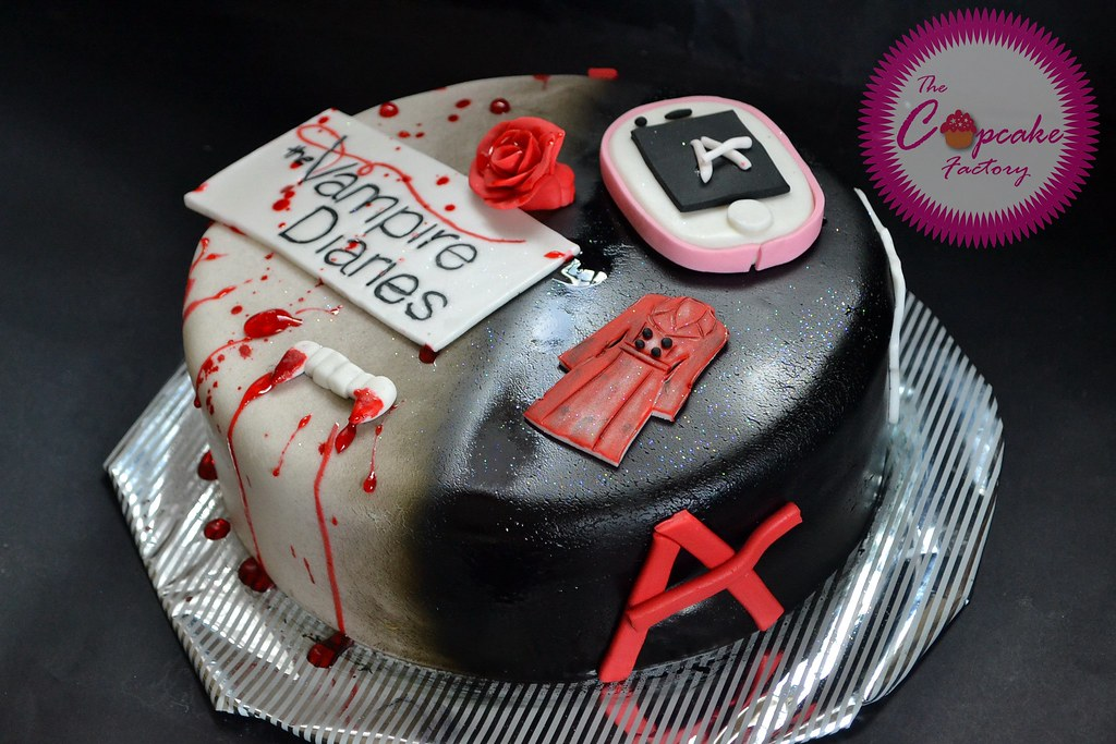 Vampie Diaries And Pretty Little Liars Cake The Cupcake Factory