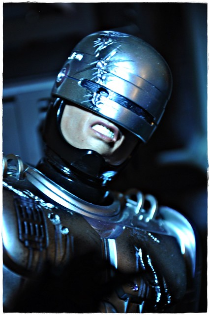 Hot Toys MMS203 - Robocop with Mechanical Chair (Docking Station)
