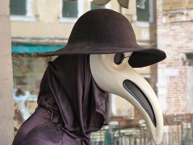 Disfraz del médico de la peste, uno de los más vistos durante los carnavales de Venecia