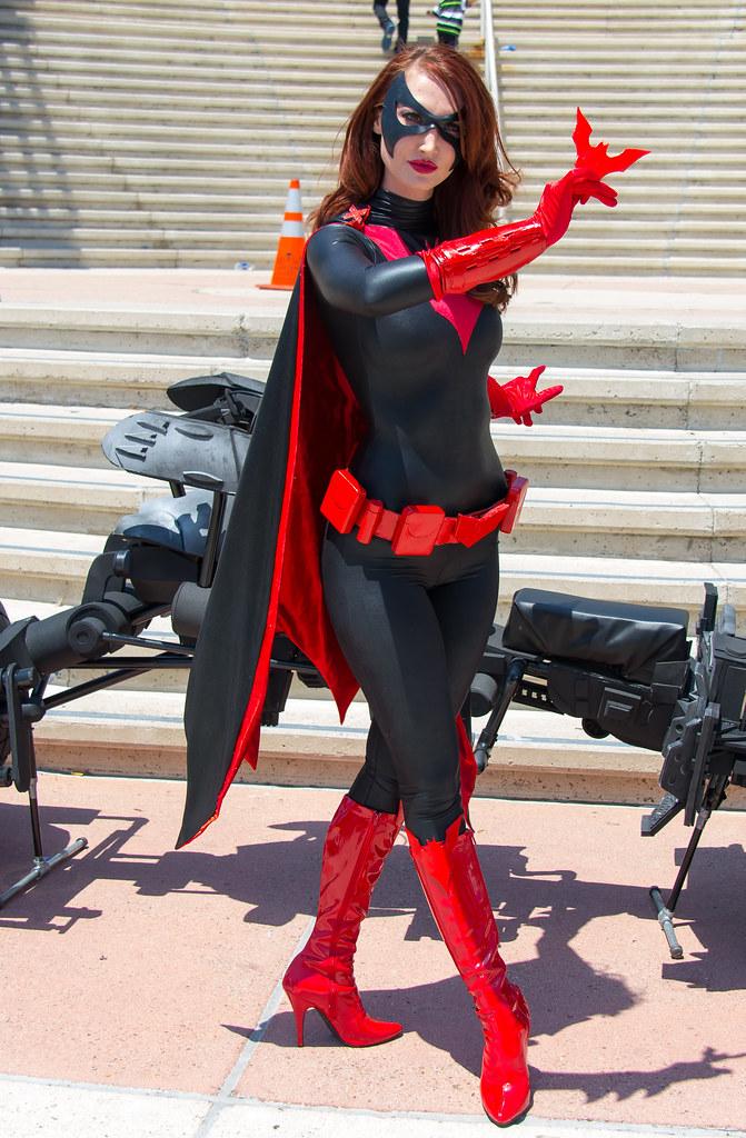 Batman woman strapon - 1 1