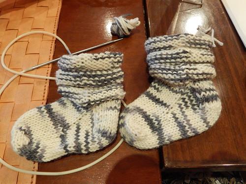 два носочка смотрят в одну сторону
