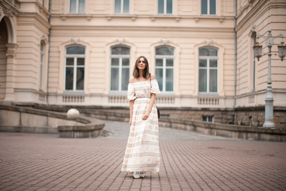 off-shoulder-maxi-dress-outfit-street-style
