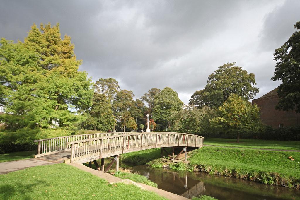 War Is Over >> Gostrey Meadow, Farnham (3) | The wooden footbridge over the… | Flickr