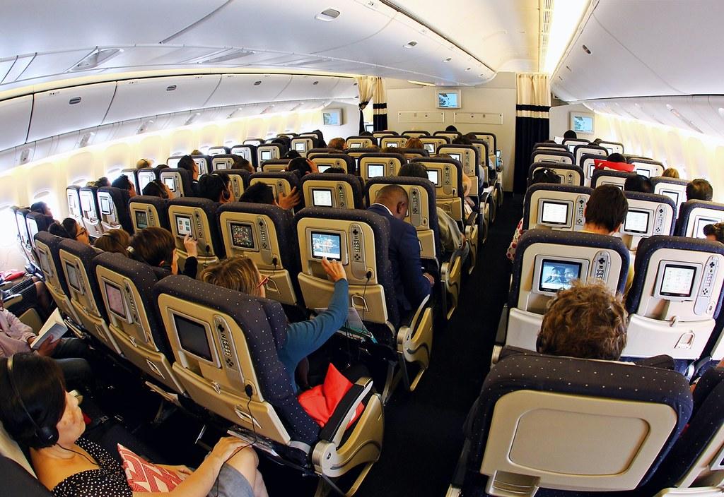 Voyageur economy air france 777 300er calvin ong for Interieur 777 air france