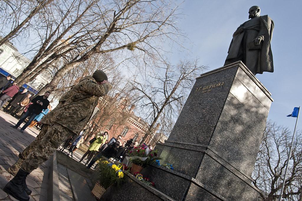 Кобзарь родился. ВПолтаве возложением цветов почтили память Тараса Шевченка