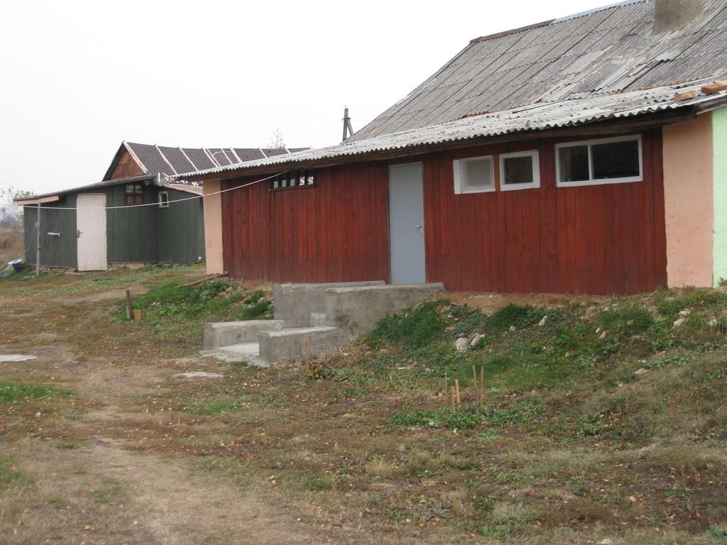 Задняя сторона дома