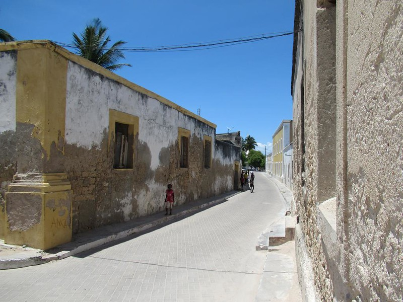 Avenida Dos Continuadores on Mozambique Island connects the 16th century castle to the wharf. In 1991 Mozambique Island became a UNESCO World Heritage Site.