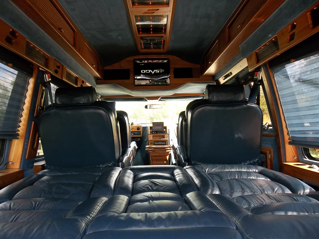 L575WEW Interior GMC Vandura Starcraft GT Allin Brown
