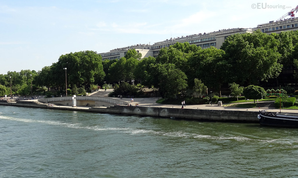Jardin tino rossi from the river seine taken facing for Jardin tino rossi