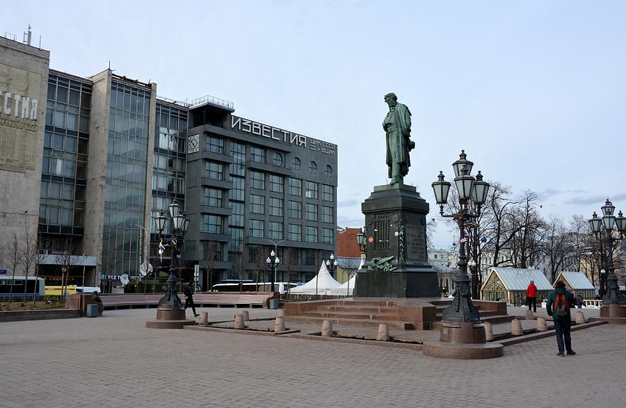 Пустая Пушкинская площадь