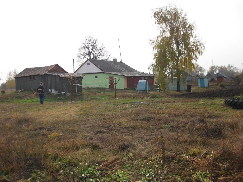 Задняя сторона дома и Копылов Иван Андреевич