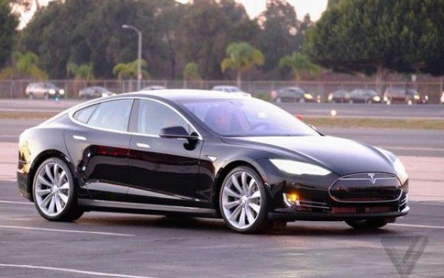 Tesla model s p85d l 39 auto che si guida da sola tesla for L auto che si guida da sola