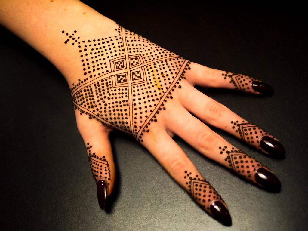 Moroccan henna at HennaCon | Lalla Aicha henna on Zoe