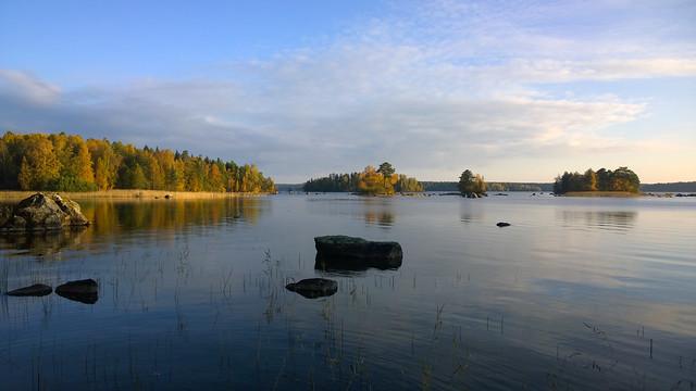 Lago de Finlandia en otoño