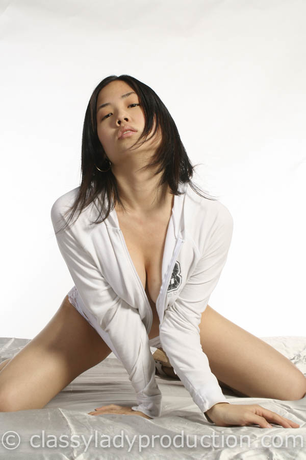 Naked In A Hoodie  Sexy Asian Girl In A Hoody And Nothing -3069