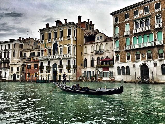 Góndola en el Gran Canal de Venecia