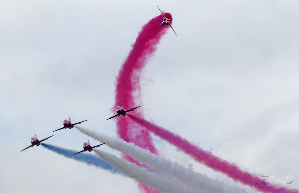 "The Royal Air force aerobatic display team "" The RAF Red Arrows """