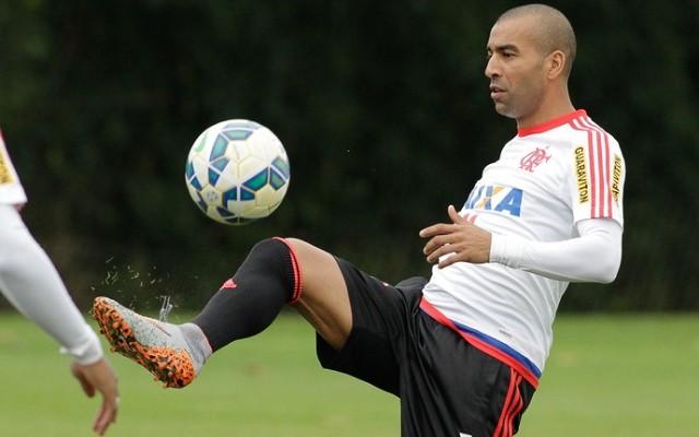 Pr�ximo do cl�ssico Fla-Flu, Emerson Sheik evita pol�micas com o Fluminense e mira no G4