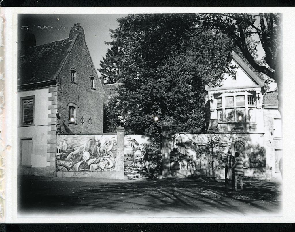 le mur tournaisien de la maison du diable tournai polaroid flickr