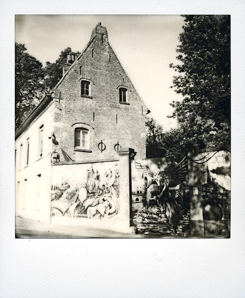 le mur tournaisien la maison du diable polaroid sx70 flickr