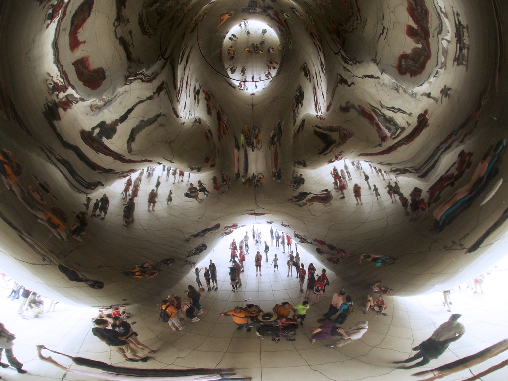 Photo of the Week: Under the Cloud Gate in Chicago - Jetting Around