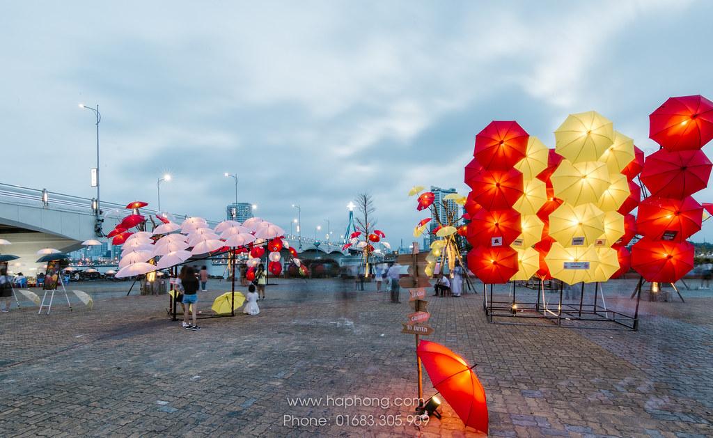 """Rực rỡ sắc màu cùng nghệ thuật sắp đặt Dù tại Đà Nẵng """"Nắng tháng ba"""" 01"""