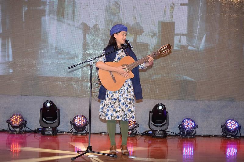 金曲獎原住民流行歌手-以莉‧高露擔任表演嘉賓,演唱成名曲「休息」及「輕快的生活」