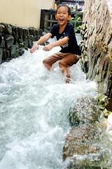 一群愛玩水的小孩—水大將。黃莎美提供。