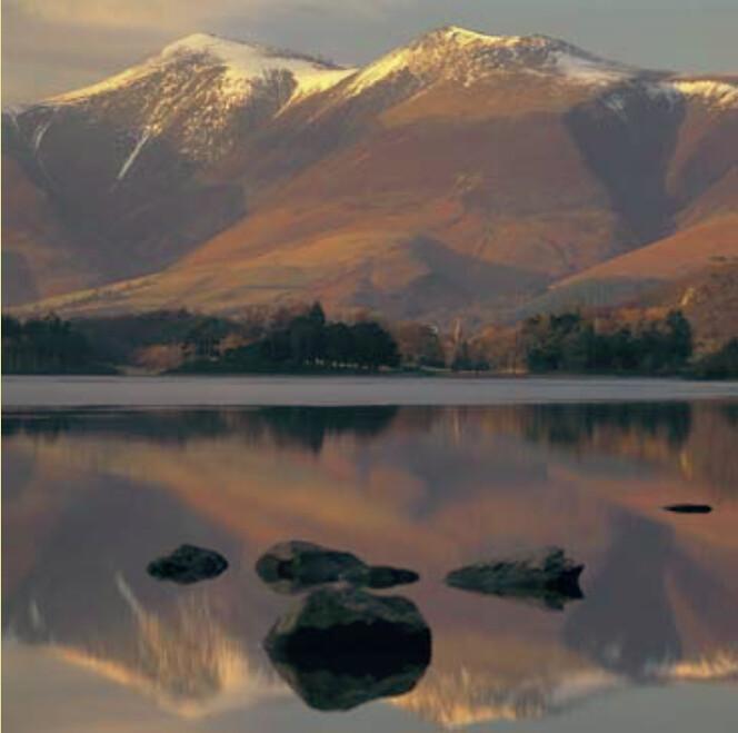 英國國民信託擁有湖區(Lake District)大片土地,工作人員觀察到山頂的覆雪在近30多年間明顯減少。圖片來源:Joe Cornish攝,National Trust提供。
