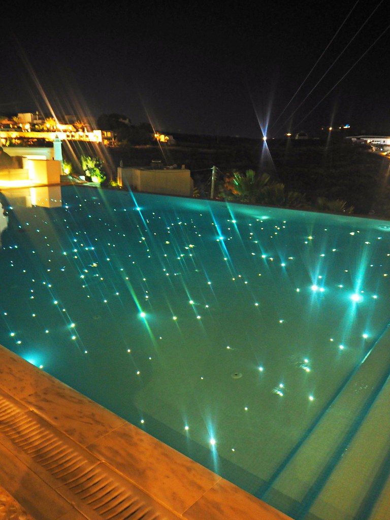 Bill & Coo suites mykonos pool by night