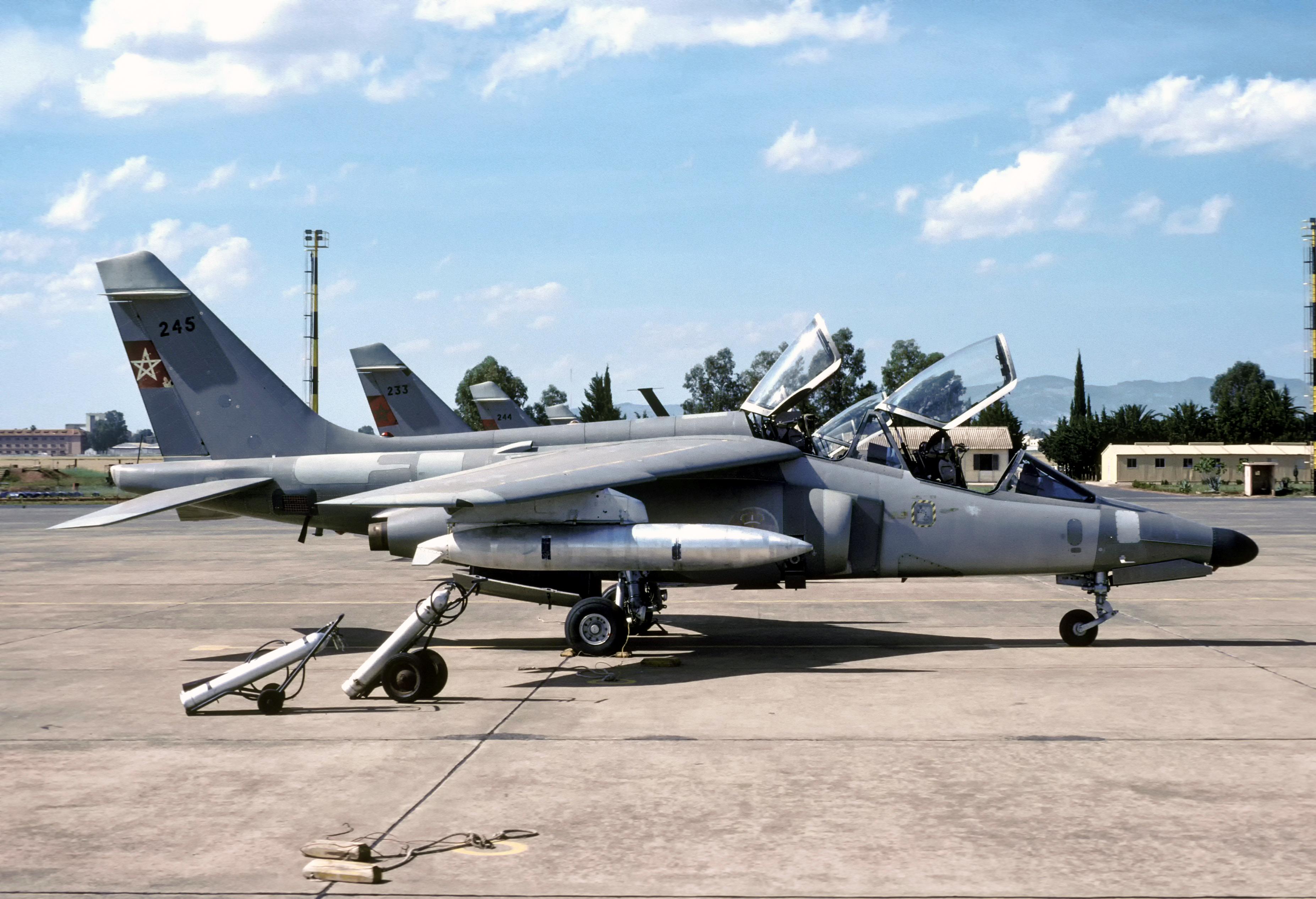 FRA: Photos avions d'entrainement et anti insurrection - Page 9 33258112261_07e050d9cc_o