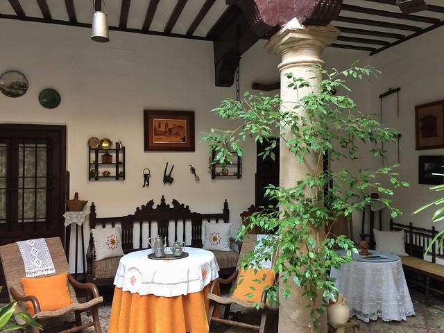 Patio de la casa del Caballero del Verde Gabán en Villanueva de los Infantes (Ruta de Don Quijote de la Mancha en coche)