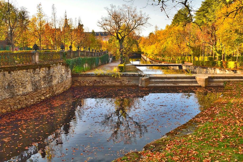 Oto o en los jardines del palacio real de la granja de san for Jardines la granja