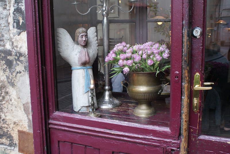 A l'entrée du café Camelot dans la vieille ville de Cracovie