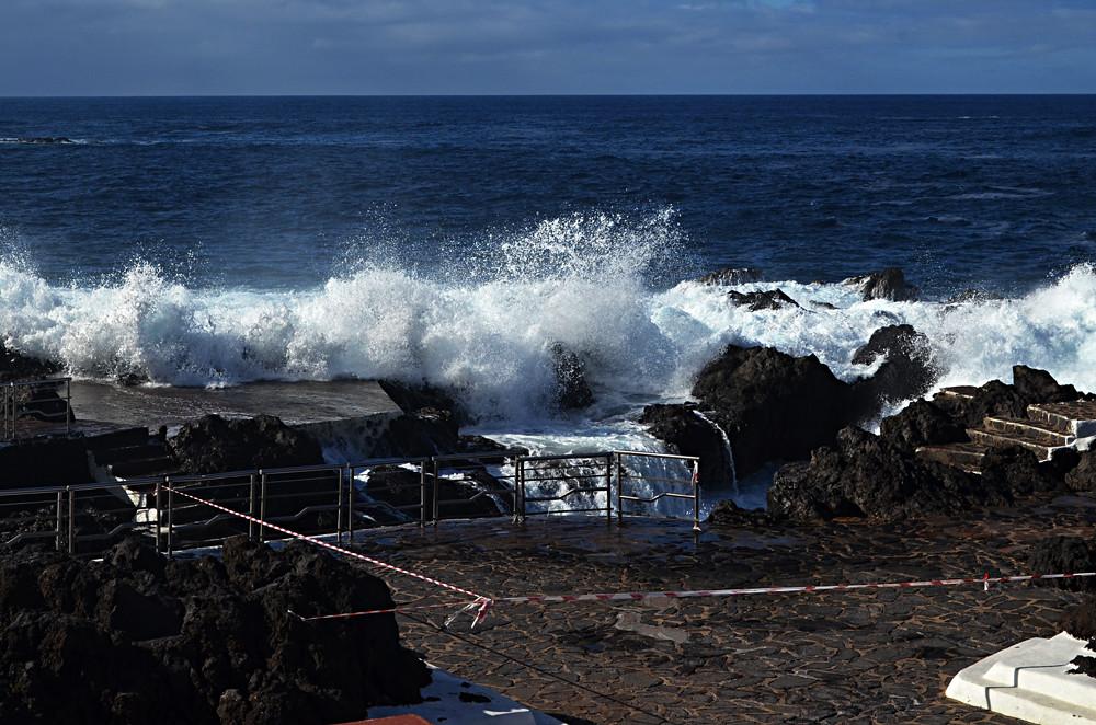 Waves, Garachico