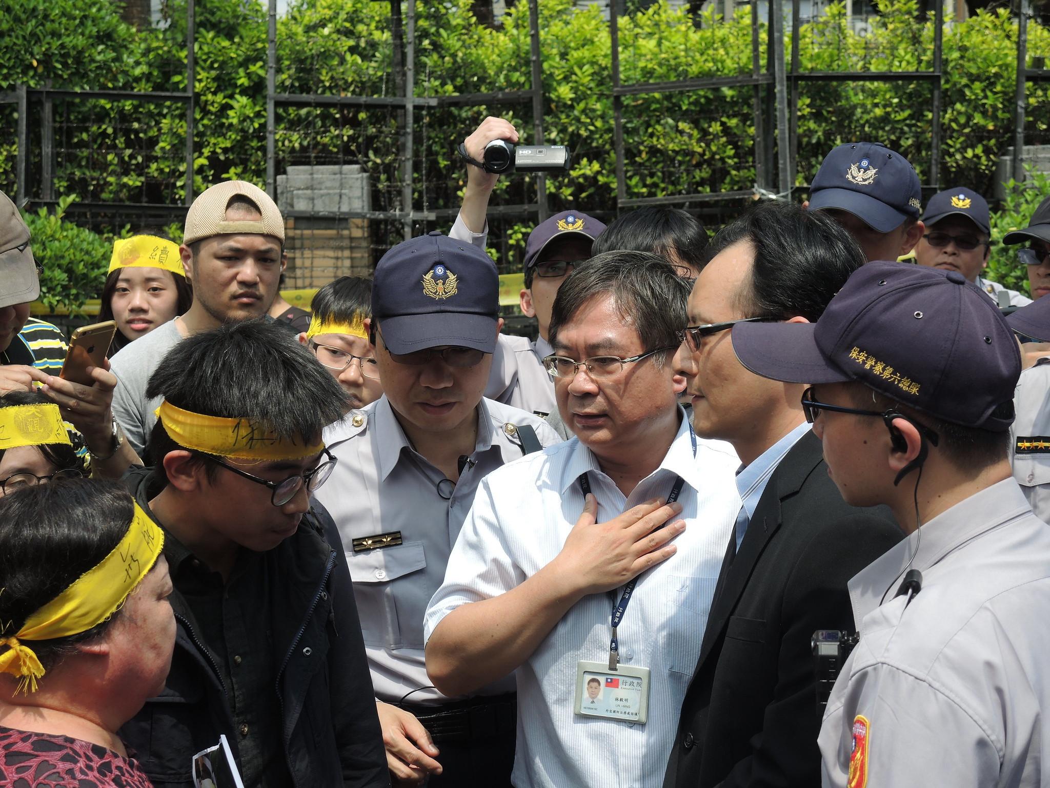 行政院外交國防法務處諮議林毅明出面協調也未果。(攝影:曾福全)