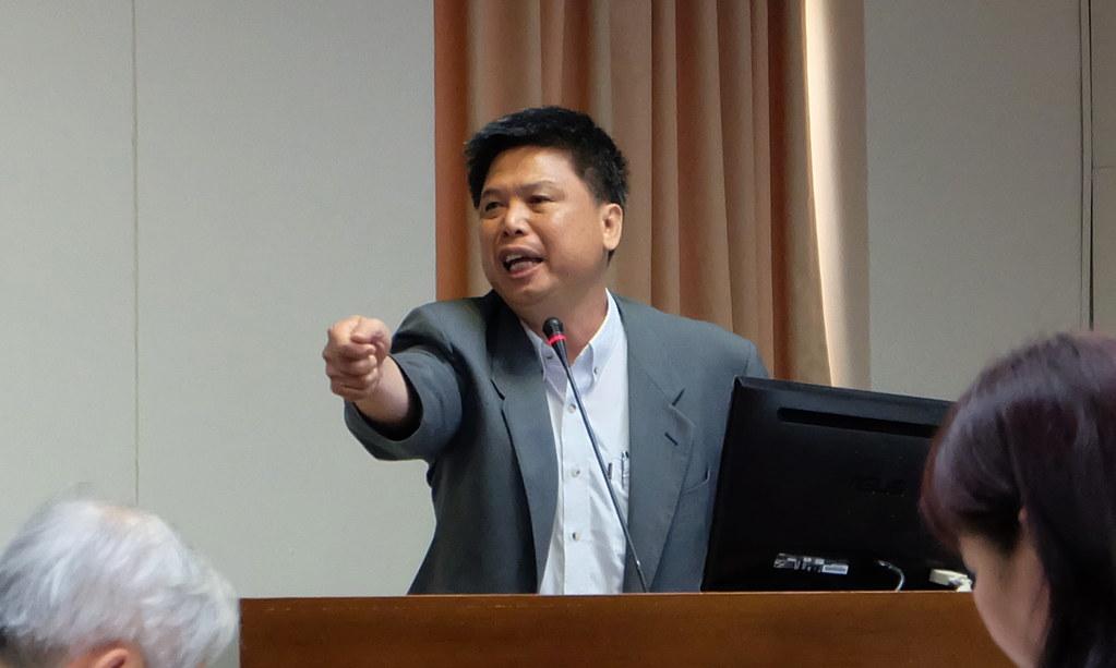 政大教授徐世榮直批前瞻計畫恐造成大規模迫遷。 攝影:陳文姿