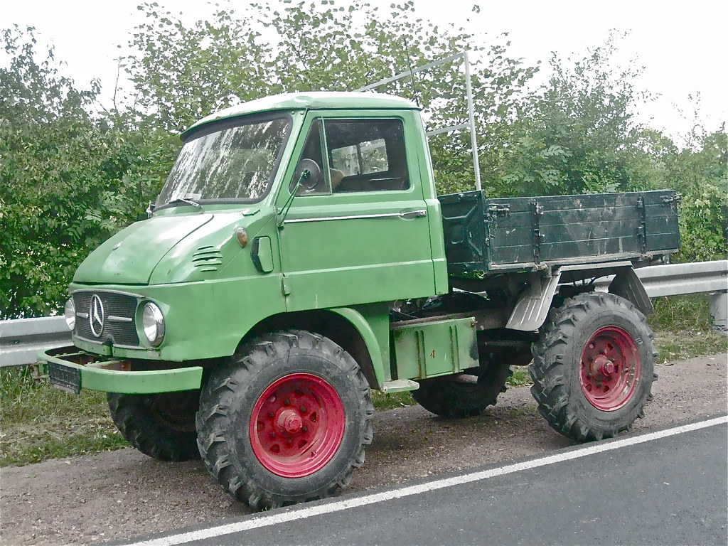 Mercedes benz unimog small 4x4 truck number seen 1 for Small mercedes benz