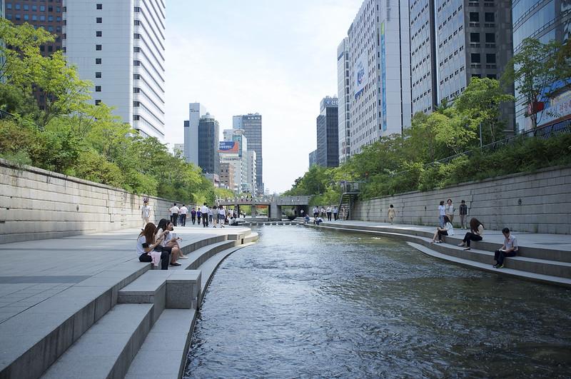Zrevitalizovaná rieka Cheonggyecheon v Soule