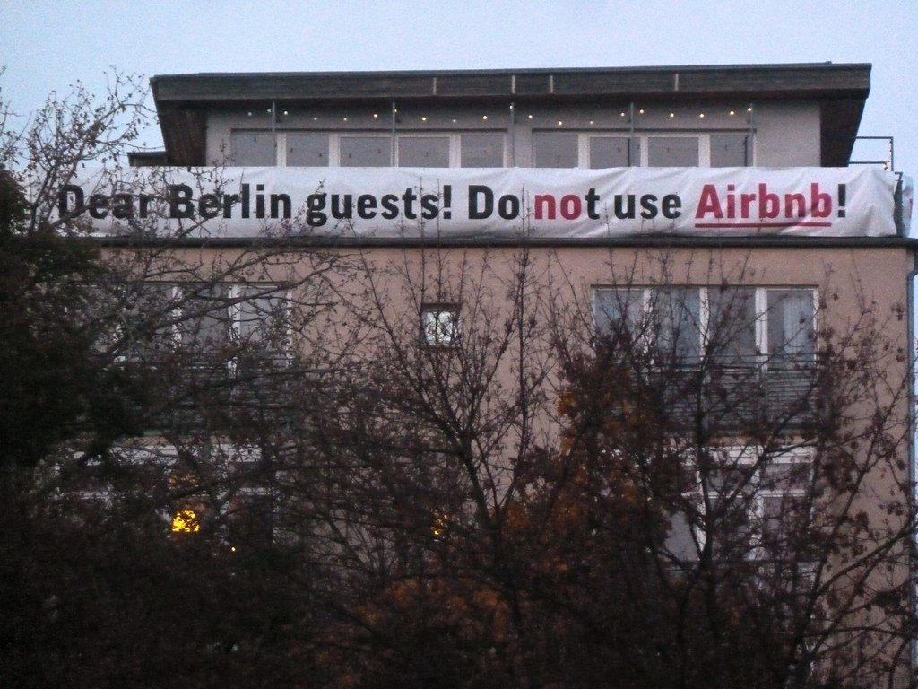 airbnb-banned-the-technews