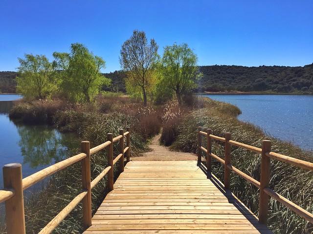 Puente en la isla de Laguna Colgada (Lagunas de Ruidera, Castilla-La Mancha)