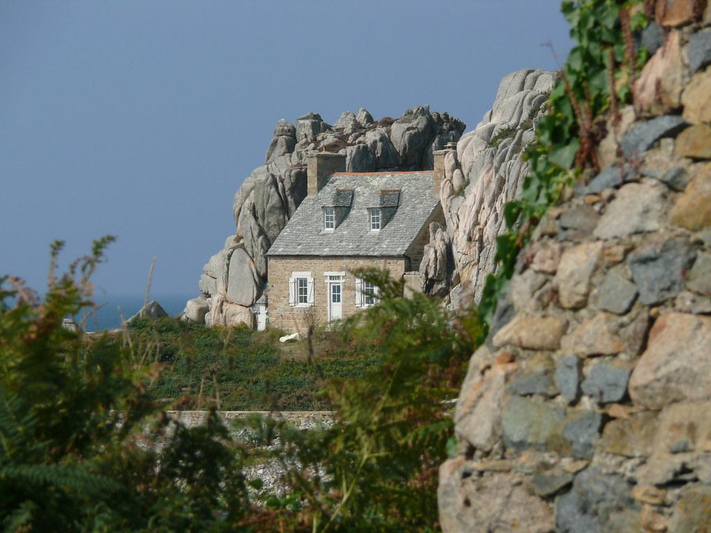 plougrescant castel meur la petite maison entre les roc. Black Bedroom Furniture Sets. Home Design Ideas